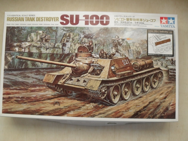 25104 RUSSIAN TANK DESTROYER SU-100