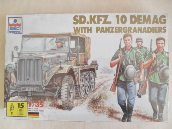 5027 Sd.Kfz 10 DEMAG WITH PANZERGRENADIERS
