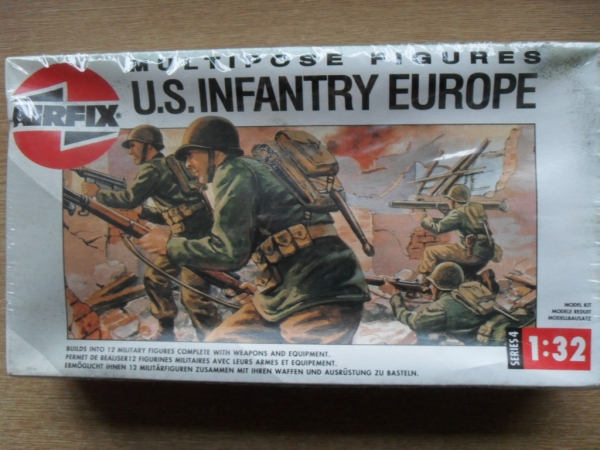 04586 MULTIPOSE US INFANTRY EUROPE 12 FIGURES