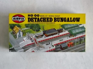 AIRFIX AIRFIX HO/OO TRACKSIDE  03619 DETACHED BUNGALOW
