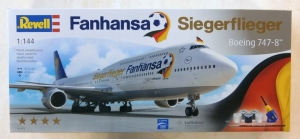 REVELL 1/144 01111 FANHANSA SIEGERFLIEGER BOEING 747-8