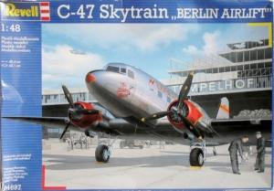 REVELL 1/48 04697 C-47 SKYTRAIN BERLIN AIRLIFT