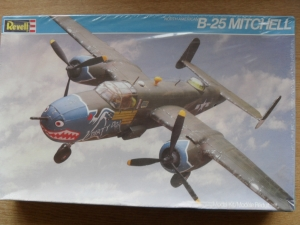 REVELL 1/48 4585 NORTH AMERICAN B-25 MITCHELL