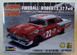 REVELL 1/25 4024 FIREBALL ROBERTS 57 FORD