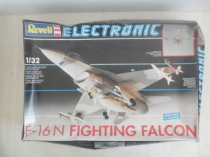 REVELL 1/32 8017 F-16N FIGHTING FALCON ELECTRONIC