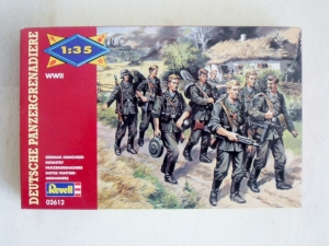 REVELL 1/35 02612 GERMAN ARMOURED INFANTRY PANZER GRENADIERS