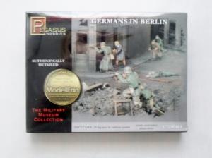 PEGASUS HOBBIES 1/72 7228 GERMANS IN BERLIN