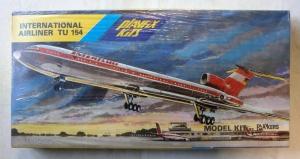 PLAYFIX 1/100 670 INTERNATIONAL AIRLINER Tu-154 INTERFLUG