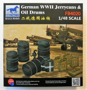 BRONCO 1/48 4020 GERMAN WWII JERRYCANS AND OIL DRUMS