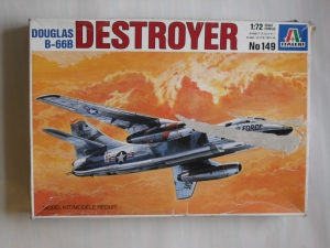 ITALERI 1/72 149 DOUGLAS B-66B DESTROYER