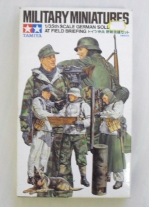 TAMIYA 1/35 35212 GERMAN SOLDIERS AT FIELD BRIEFING