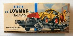 AIRFIX OO/HO R204 B.R LOWMAC 14 TON WITH J.C.B.3 EXCAVATOR LOAD  TYPE II BOX