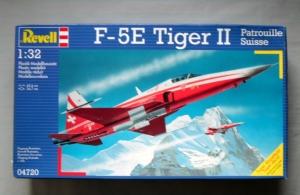 REVELL 1/32 04720 F-5E TIGER II PATROUILLE SWISS