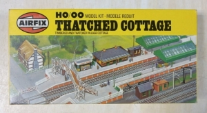 AIRFIX AIRFIX HO/OO TRACKSIDE 03609 THATCHED COTTAGE