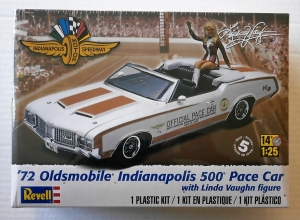REVELL 1/25 4197 72 OLDSMOBILE INDIANAPOLIS 500 PACE CAR WITH LINDA VAUGHN FIGURE