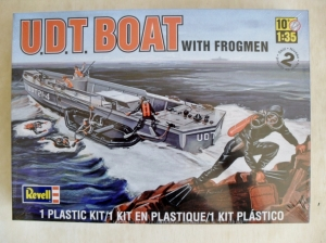 REVELL 1/35 85-0313 U.D.T BOAT WITH FROGMEN
