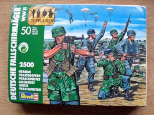 REVELL 1/72 2500 GERMAN PARATROOPERS