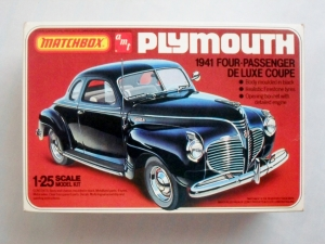 AMT/MATCHBOX 1/25 4142 1941 PLYMOUTH COUPE