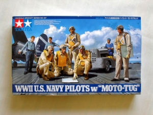 TAMIYA 1/48 61107 WWII US NAVY PILOTS WITH MOTO TUG