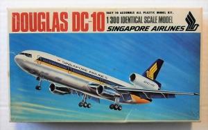 LANDEX 1/300 DOUGLAS DC-10 SINGAPORE AIRLINES