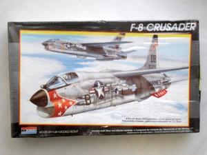 MONOGRAM 1/48 5826 F-8 CRUSADER