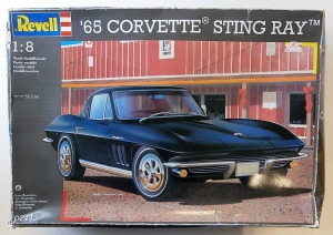 REVELL 1/8 07443 65 CORVETTE STINGRAY  UK SALE ONLY