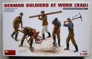 MINIART 1/35 35065 GERMAN SOLDIERS AT WORK  RAD