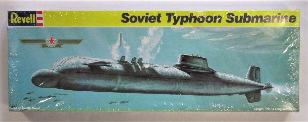 REVELL 1/400 5231 SOVIET TYPHOON SUBMARINE