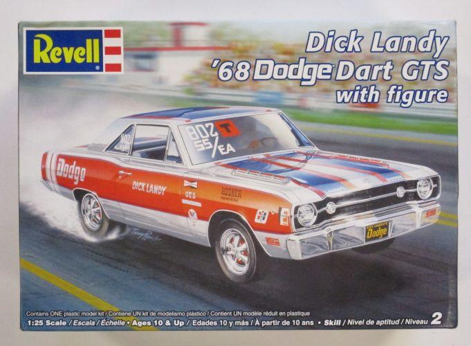 REVELL 1/25 85-2831 DICK LANDY 68 DODGE DART GTS WITH FIGURE