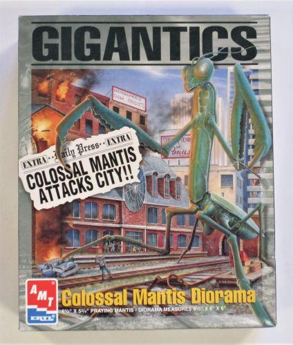 AMT  8389 GIGANTICS COLOSSAL MANTIS DIORAMA