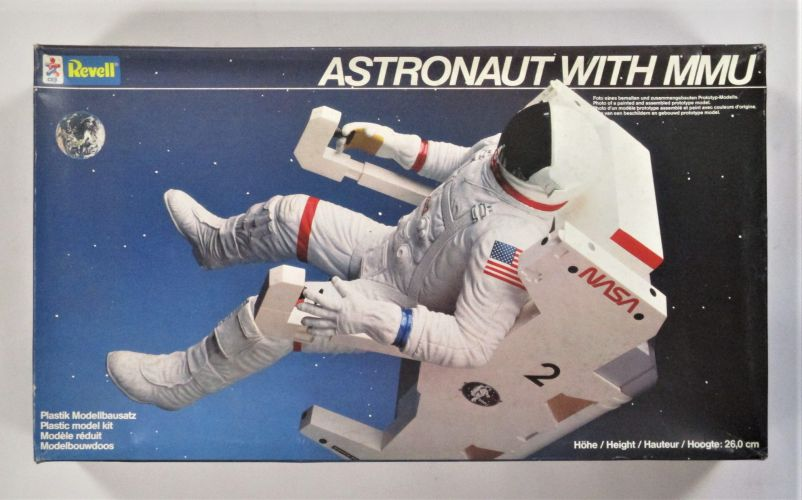 REVELL  4731 ASTRONAUT WITH MMU 26CM