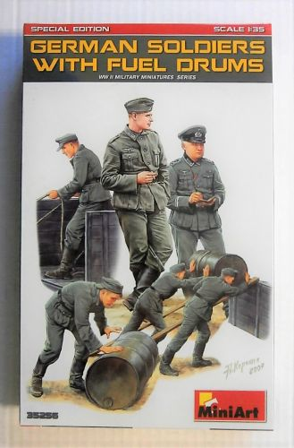 MINIART 1/35 35256 GERMAN SOLDIERS WITH FUEL DRUMS