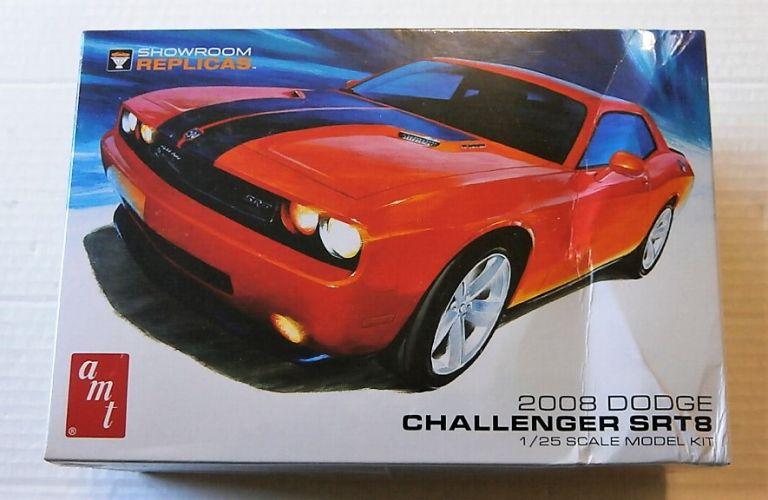 AMT 1/25 1075 2008 DODGE CHALLENGER SRT8