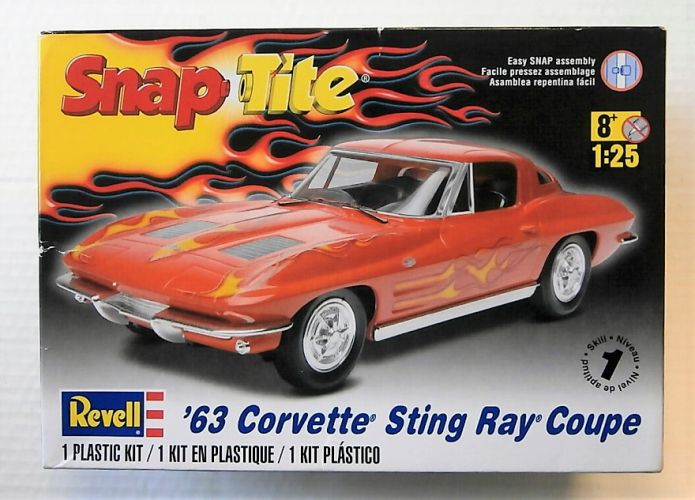 REVELL 1/25 1968 63 CORVETTE STING RAY COUPE