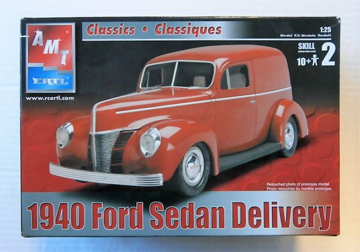 AMT 1/25 31889 1940 FORD SEDAN DELIVERY