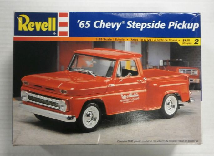 REVELL 1/25 7677 65 CHEVY STEPSIDE PICKUP