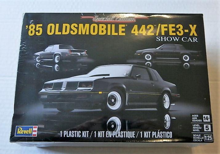 REVELL 1/25 4446 85 OLDSMOBILE 442/FE3-X SHOW CAR