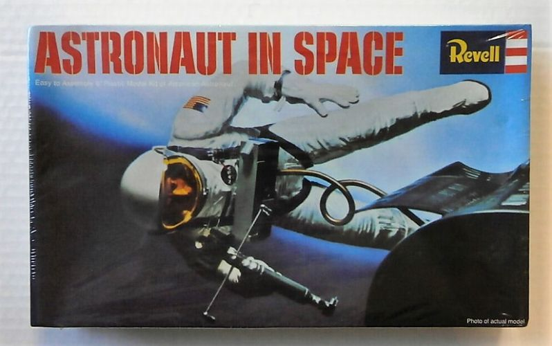 REVELL 1/12 H-1841 ASTRONAUT IN SPACE