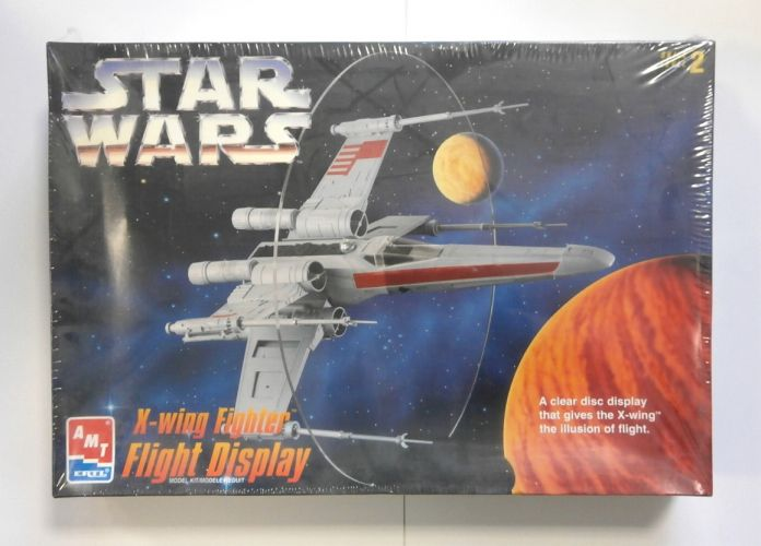 AMT  8788 STAR WARS X-WING FIGHTER FLIGHT DISPLAY