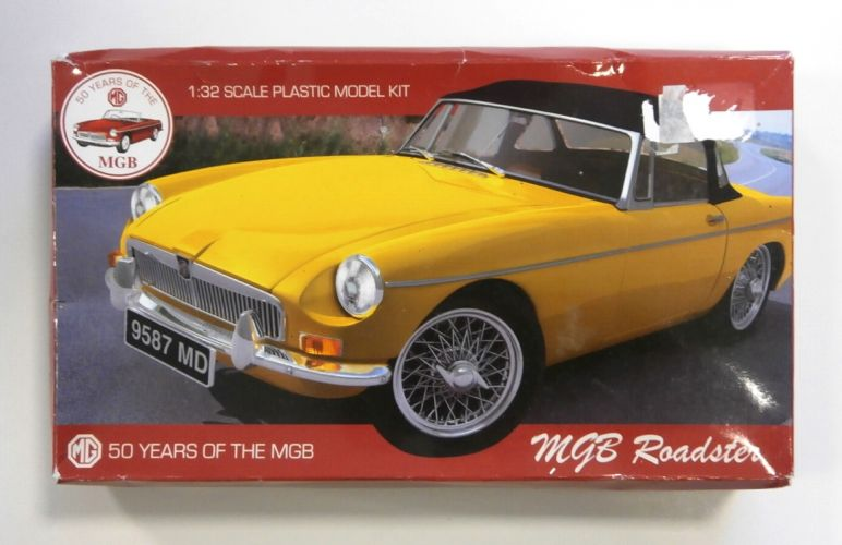 AIRFIX 1/32 50 YEARS OF THE MGB ROADSTER