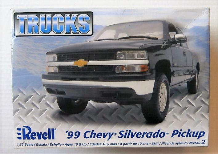 REVELL 1/25 7205 1999 CHEVY SILVERADO PICKUP