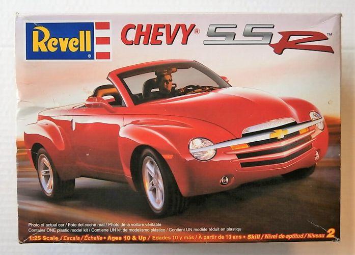 REVELL 1/25 7691 CHEVY SSR