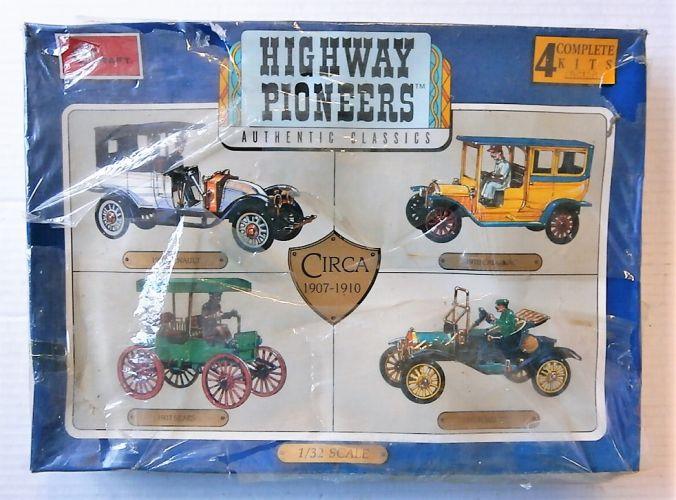 MINICRAFT 1/32 1502 HIGHWAY PIONEERS CIRCA 1907-1910