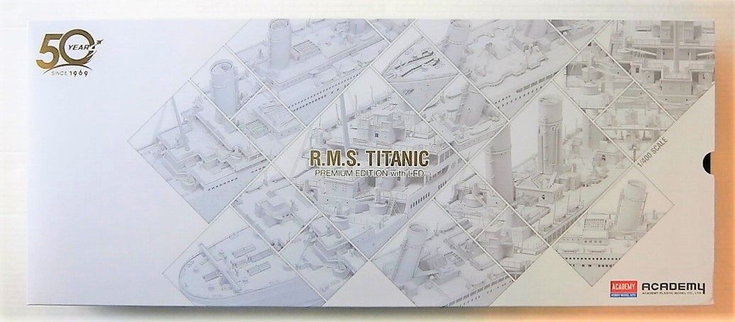 ACADEMY 1/400 14226 R.M.S. TITANIC PREMIUM EDITION WITH LED LIGHTS  UK SALE ONLY