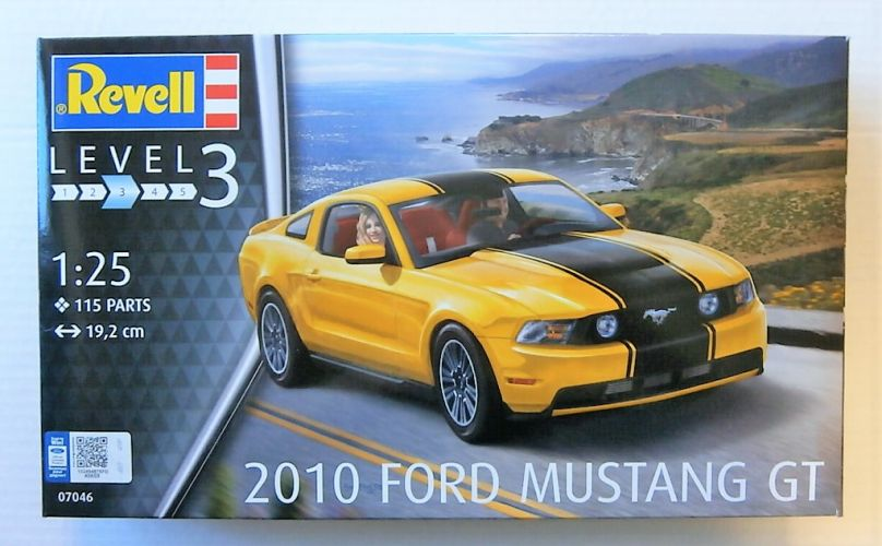 REVELL 1/25 07046 2010 FORD MUSTANG GT