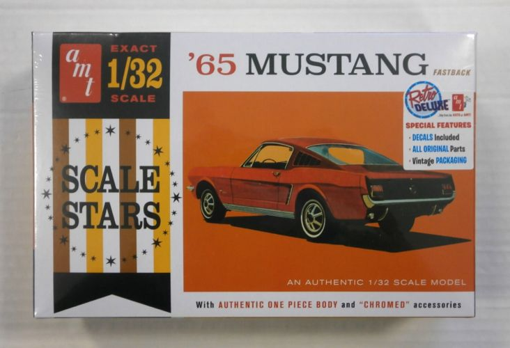 AMT 1/32 1042 65 MUSTANG FASTBACK WITH CHROMED ACCESSORIES
