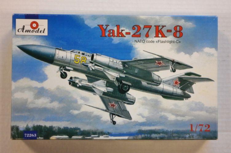 A MODEL 1/72 72263 YAK-27 K-8