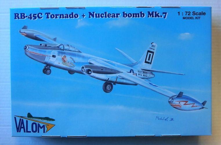 VALOM 1/72 72122 RB-45C TORNADO AND NUCLEAR BOMB Mk.7