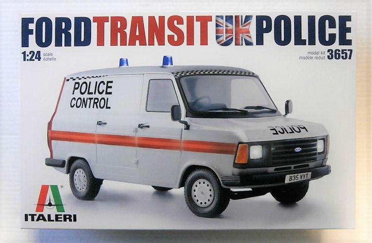 ITALERI 1/24 3657 FORD TRANSIT MK.II UK POLICE VAN