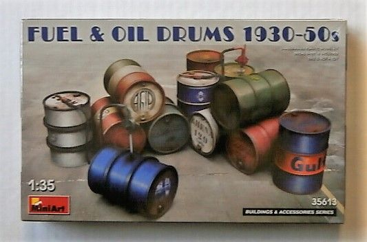 MINIART 1/35 35613 FUEL   OIL DRUMS 1930-50s